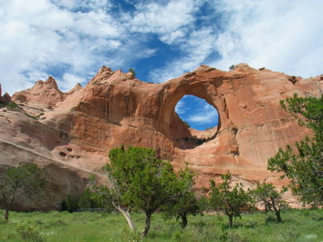 Window_rock_AZ-yardang